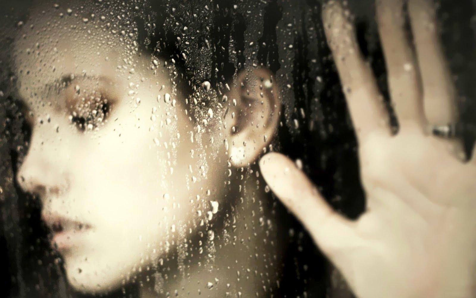 Foto Sad Lonely Girl in Rain