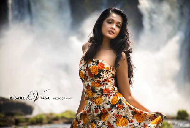 Sheena Chohan Hot