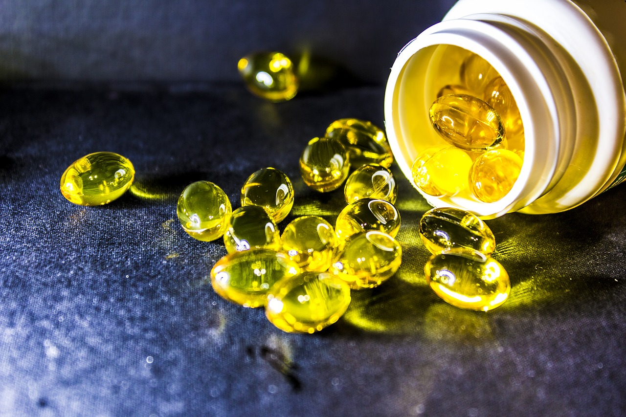 Cod liver oil is a type of fish oil pill that is rich in vitamin D, vitamin A and omega-3 fatty acids, which can be obtained from pharmacies for those who do not like fish.