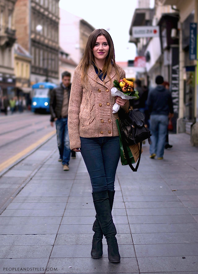 Fashion, style knee high boots, dark denim and a cardigan, fall fashion, photo by PEOPLEANDSTYLES.COM