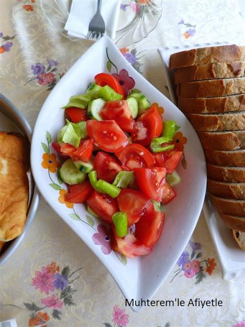 kahvaltı için domates salatası