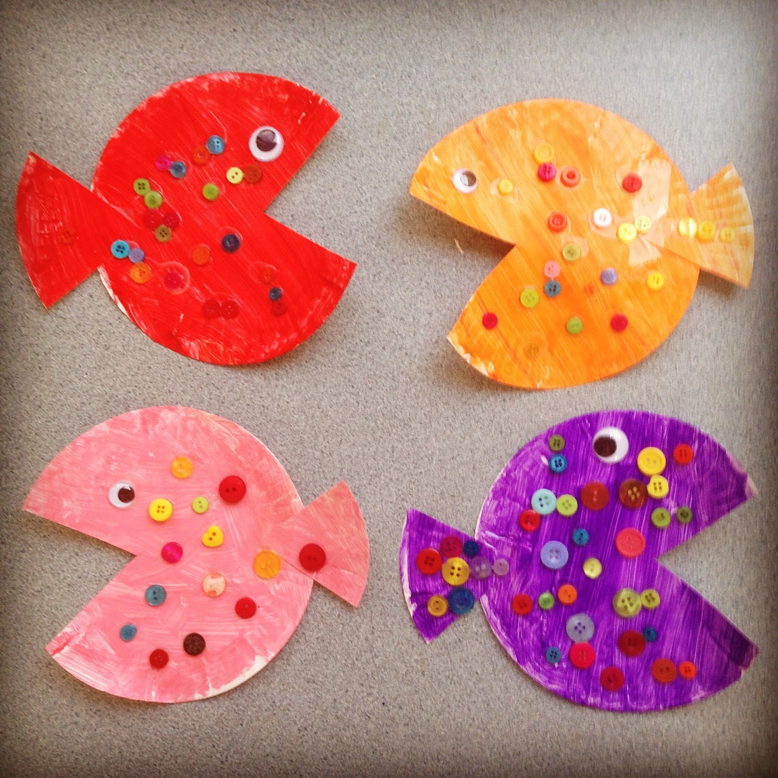We made these cuties at school last year during our \u0027Under the Sea\u0027 unit. First paint a paper plate the when its dru cut out the mouth shape which becomes ... & 10+ Ocean Themed Activities for Your Finding Dory Fan - Teacher Types