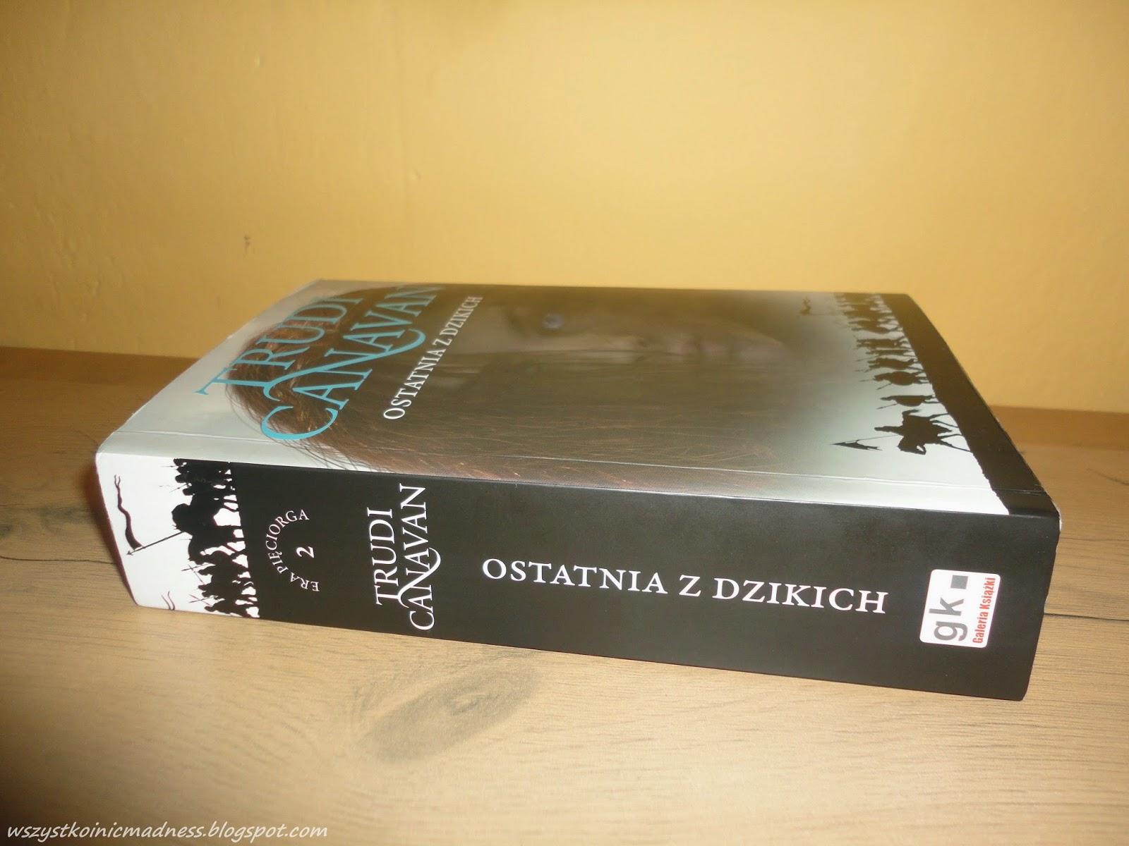 Książka Ostatnia z Dzikich Trudi Canavan.