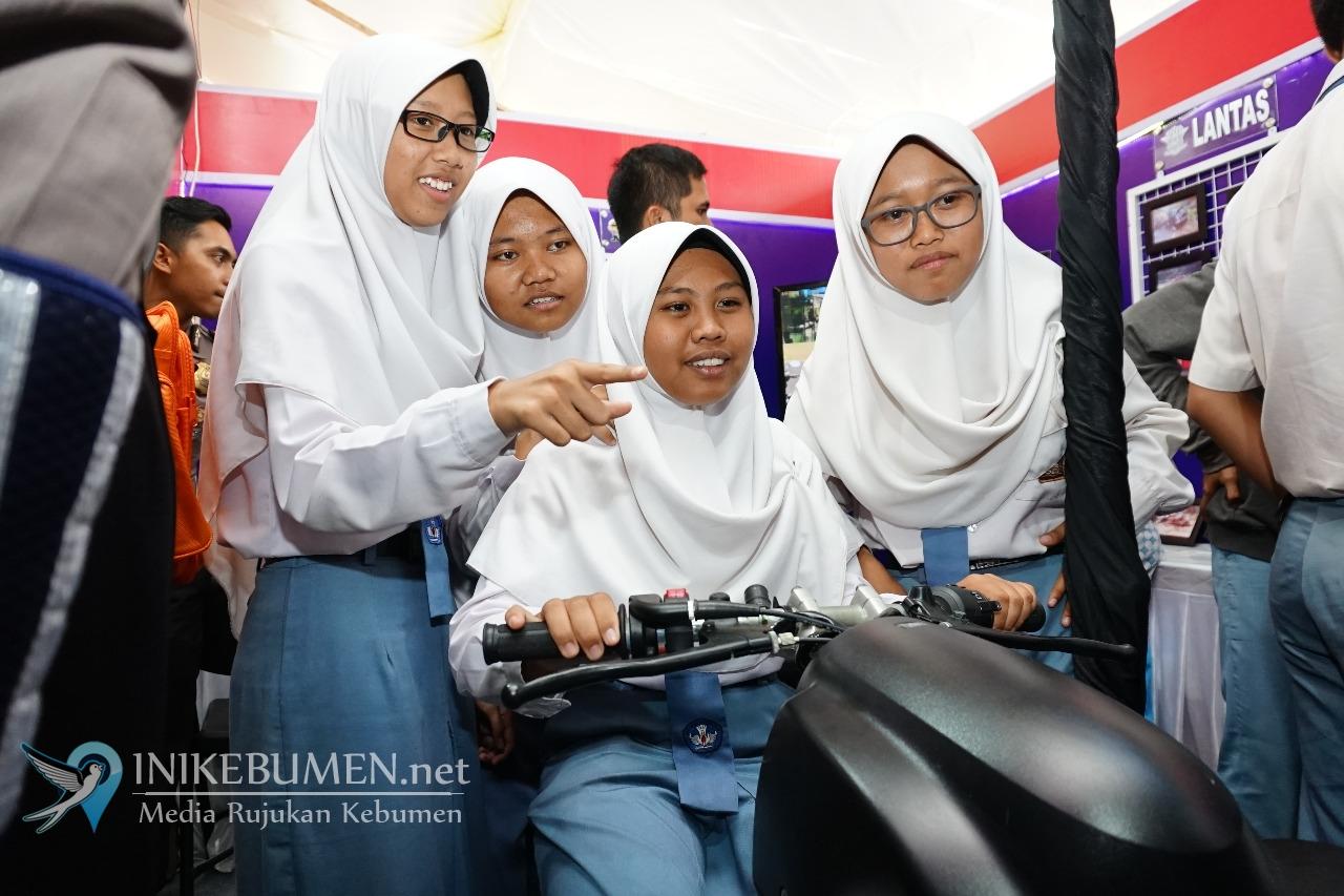 Hadirkan Simulator, Stand Polres Kebumen di Kebumen Expo Diserbu Warga