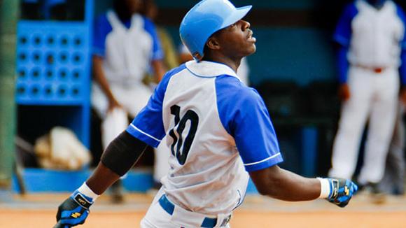Rudy Reyes es el cuarto bate azul y, a diferencia de su equipo, ha comenzado bien la campaña con average de 321, dos jonrones y ocho impulsadas. Foto: Alex Castro