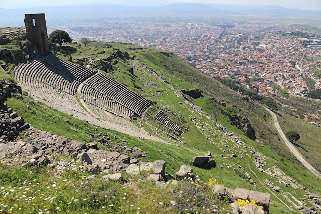 It could be a theatre during the ancient Roman city of Pergamon in Turkey