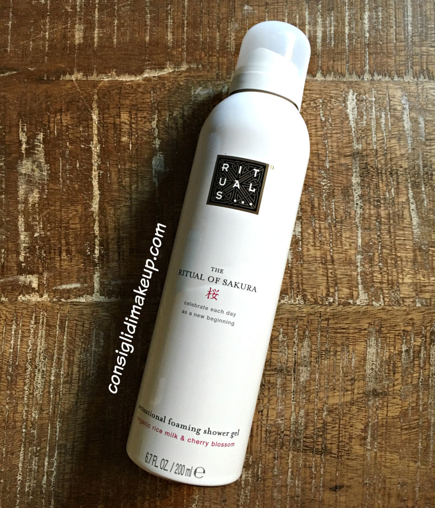 The Ritual of Sakura Foaming Shower Gel, il gel doccia in mousse di Rituals