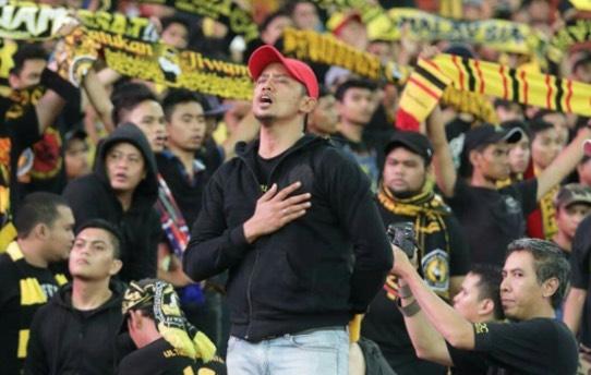 Individu inilah bertanggungjawab mengetuai setiap nyanyian  chant  oleh  Ultras Malaya dalam perlawanan membabitkan pasukan negara. 8b980a996d