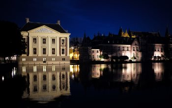 Wallpaper: Binnenhof and Mauritshuis in Hague