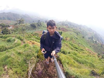 pemandangan di sekitar jalur pendakian gunung pakuwaja