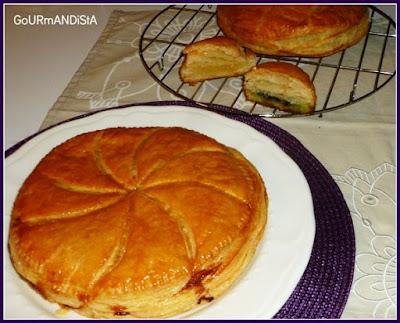 image Galette des rois en 2 versions : une frangipane crème amande et l'autre pistache-choco