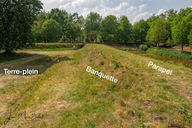 Vesting Bourtange (Pays-Bas) — demi-lune faite de terre