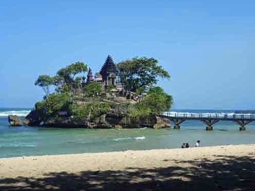 adalah sebuah pantai di pesisir selatan provinsi Jawa Timur yang terletak di Kabupaten Mal Pantai Balekambang, Menikmati Senja di Pura Amerta Jati