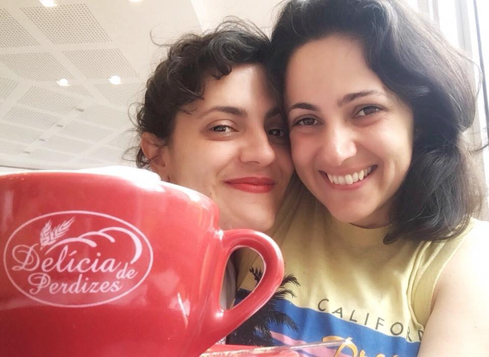 Casal sofre ataque lesbofóbico em padaria de São Paulo e desabafa