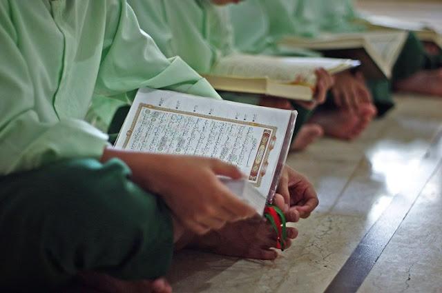 Hafal 30 Juz Dalam Waktu 6,5 Bulan, Hafidz Cilik Ini Dihadiahi Umrah