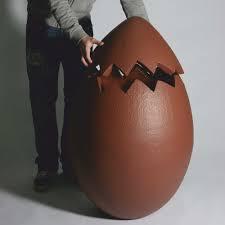 ovo gigante imitação de chocolate