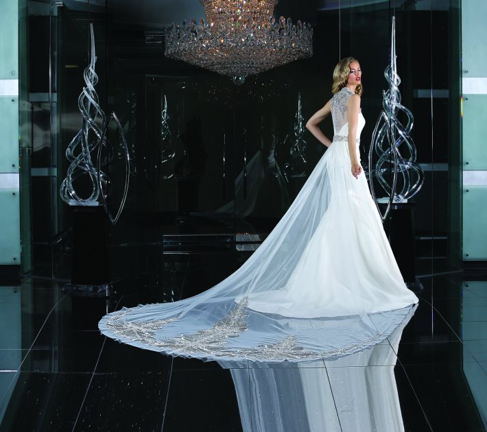 Image 2: Style and Glamor in the Wedding Day