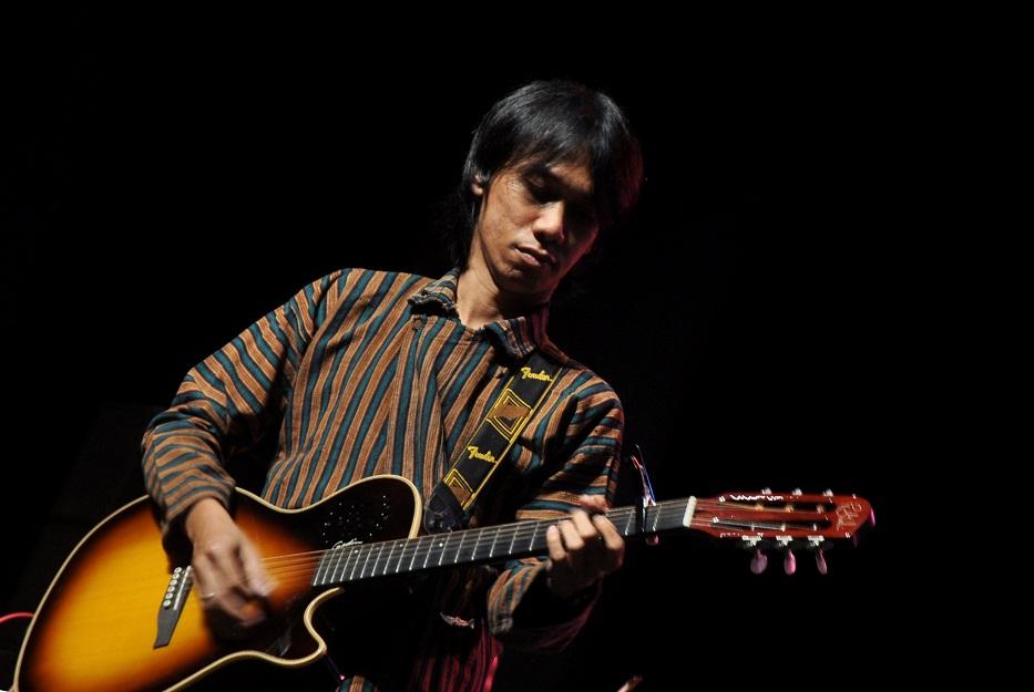 Gitaris Indonesia, gitaris hebat, gitaris terbaik, gitaris, Eross Candra