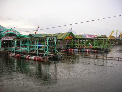 Gambar Warung Apung di Rowo jombor