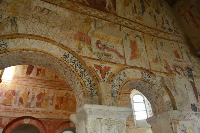 Les détails sont nombreux : anges musiciens, baptême du Christ, lavement des pieds, différents Saints...