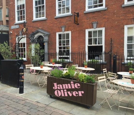 Jamie's Italian Nottingham Review | Morgan's Milieu: A lovely looking restaurant from the outside.