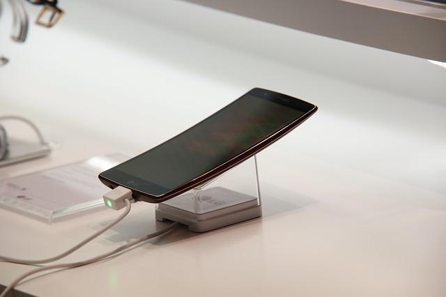 Apakah Nge-charge Android Semalaman Bikin Baterai Rusak?