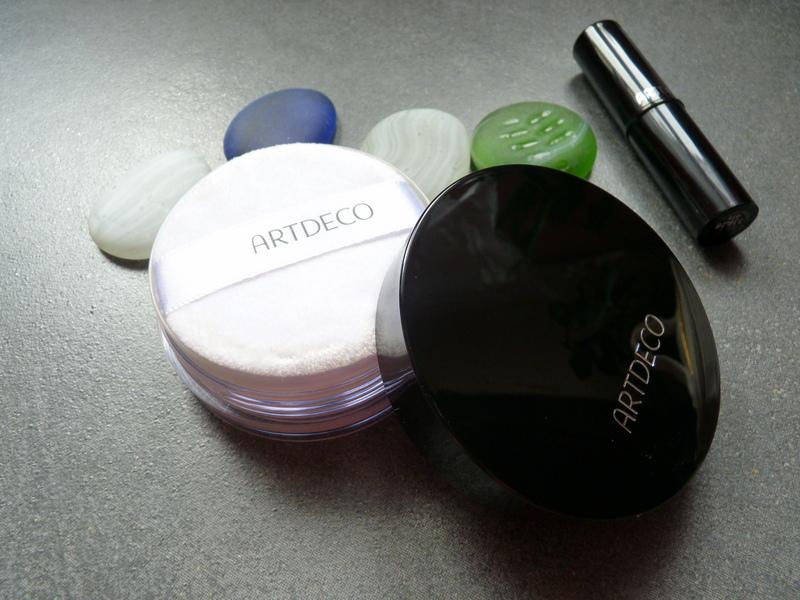 ARTDECO Fixing Powder - najlepszy puder utrwalający makijaż