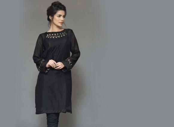 Intip Ragam Ide Fashion Nuansa Hitam yang Elegan