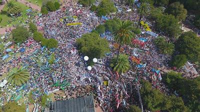 UNA LUCHA HISTÓRICA de los docentes. Masiva marcha a La Plata.
