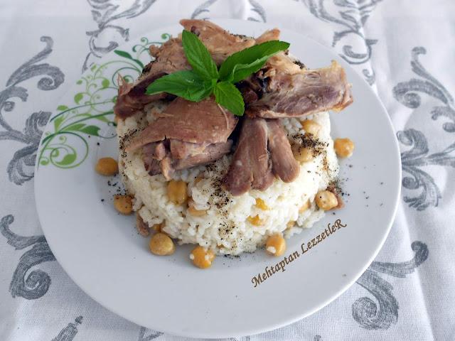 Tavuklu Nohutlu Pirinç Pilavı