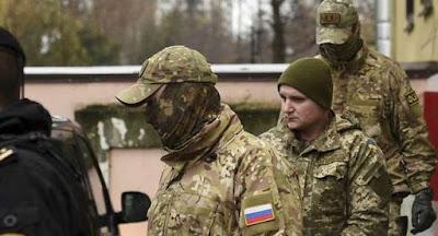 Захоплених українських моряків перевезли до Москви