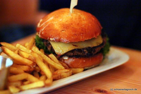 Cheeseburger im Deli Burgers Karlsruhe