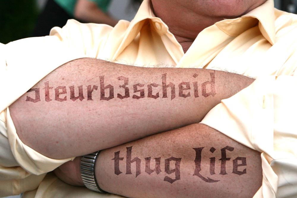 Der Postillon Exklusiv Uli Hoeneß Erklärt Seine Knast Tattoos