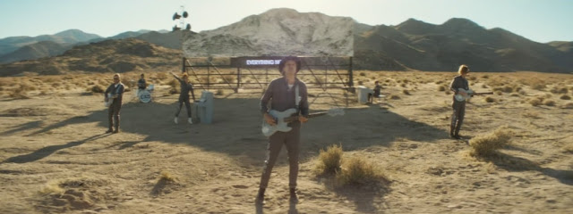 "Arcade Fire Premiere ""Everything Now"" Video"