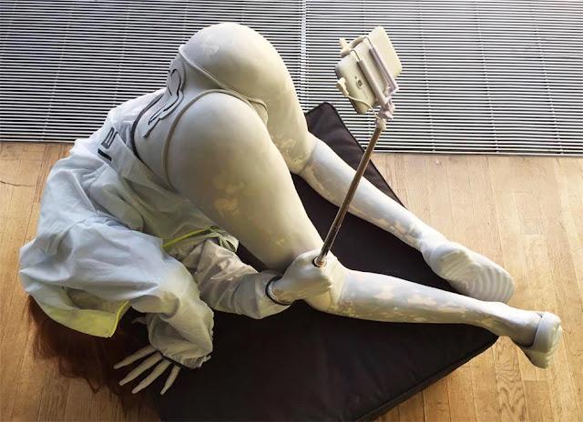 escultura venus berlin biennale