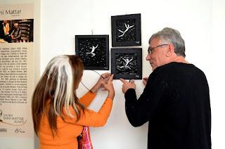 Josiane  Fonseca e Francesco Cittadino Jr concluem a montagem da exposição