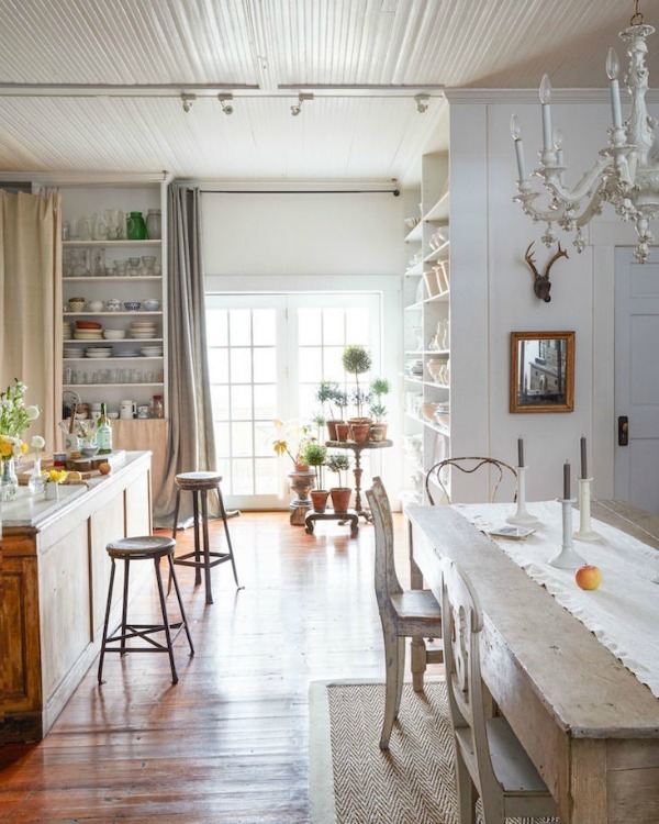 Quiet and humble beauty in a lovely country kitchen and dining area with shabby chic vintage style. A chunky antique farm table mixes with antique mismatched chairs and a white chandelier. #shabbychic #countrykitchen #beadboardceiling