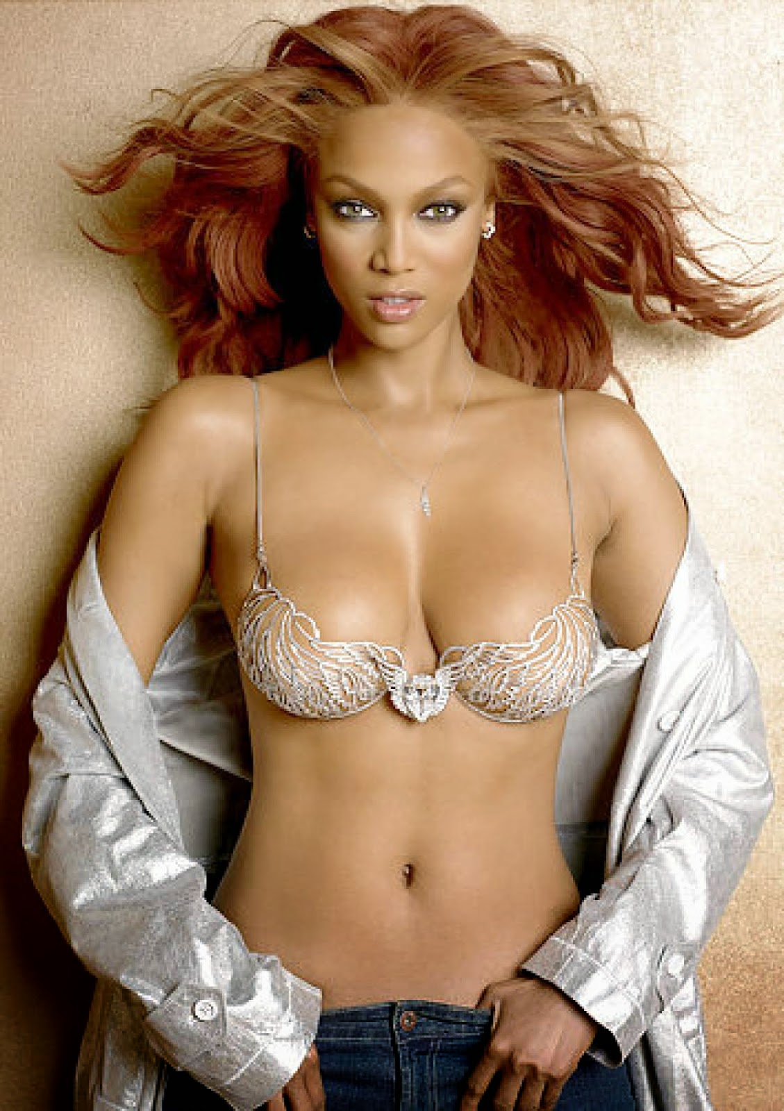 Tyra Banks - Heavenly 70 Fantasy Bra (2004)