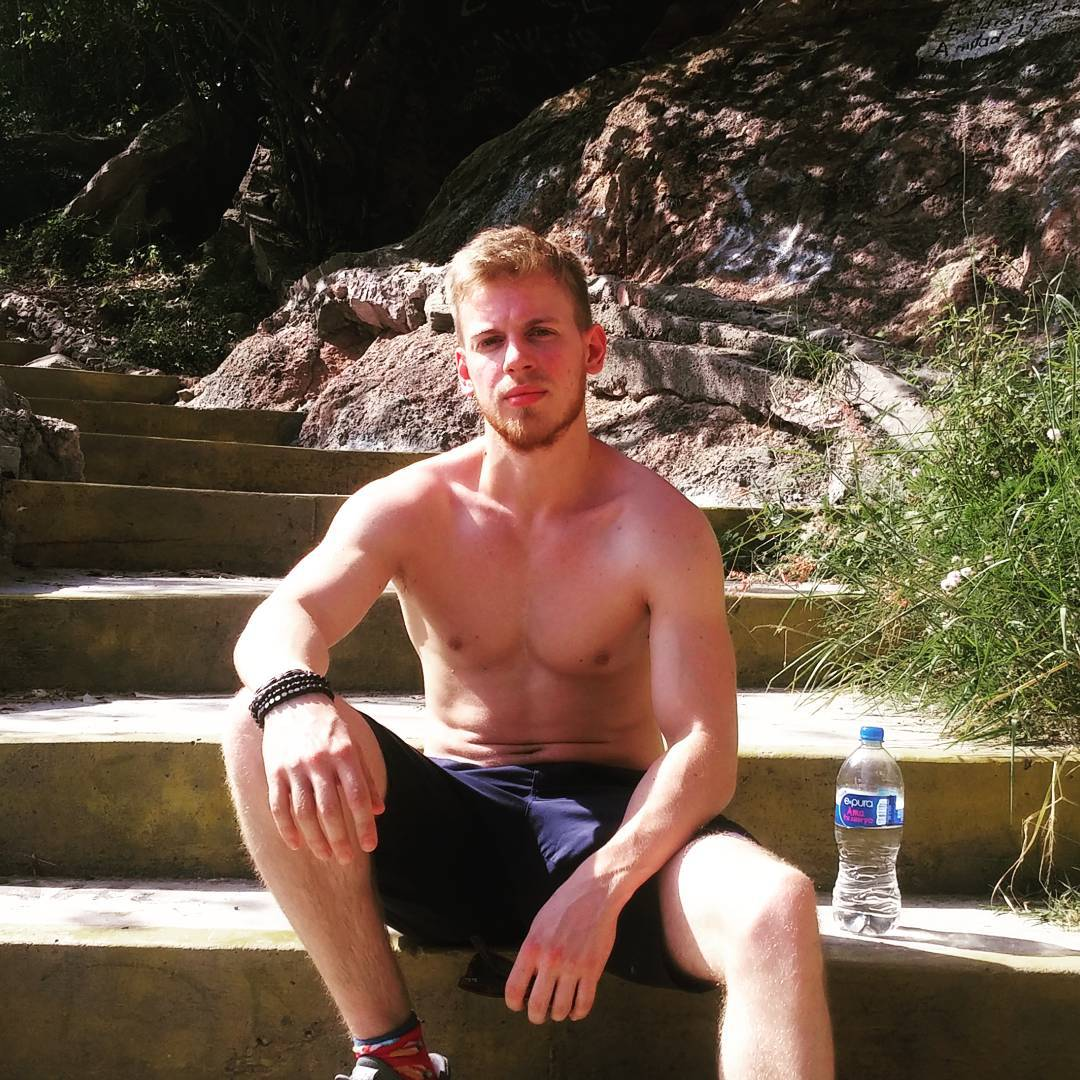 The Stars Come Out To Play: Giles Potter - New Shirtless