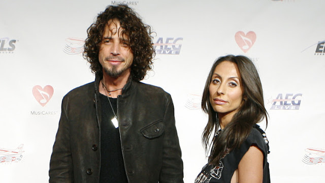 La esposa de Chris Cornell publica un mensaje con su versión de la muerte del cantante