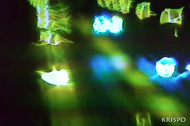 luces de farolas y coches de noche