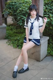 Asian school girl wearing a short skirt [9pics]