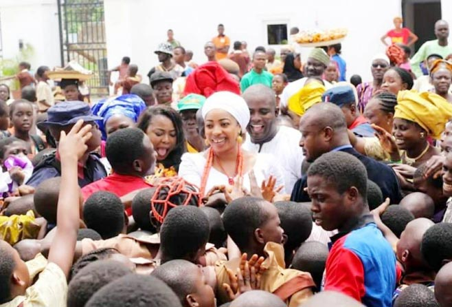 Check out how crowd of school children mobbed Ooni Of Ife's wife