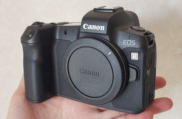 Canon EOS R battery can be charged with USB-C