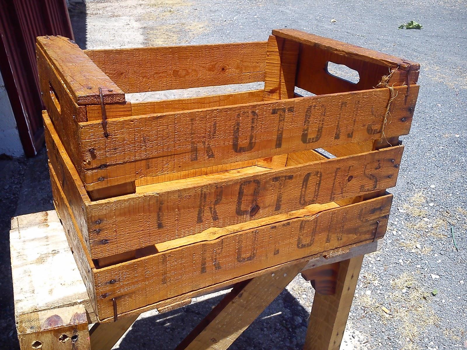 ya tenemos nuestra caja antigua de madera restaurada con un aspecto con un color precioso esperando a ser usada para decorar nuestras