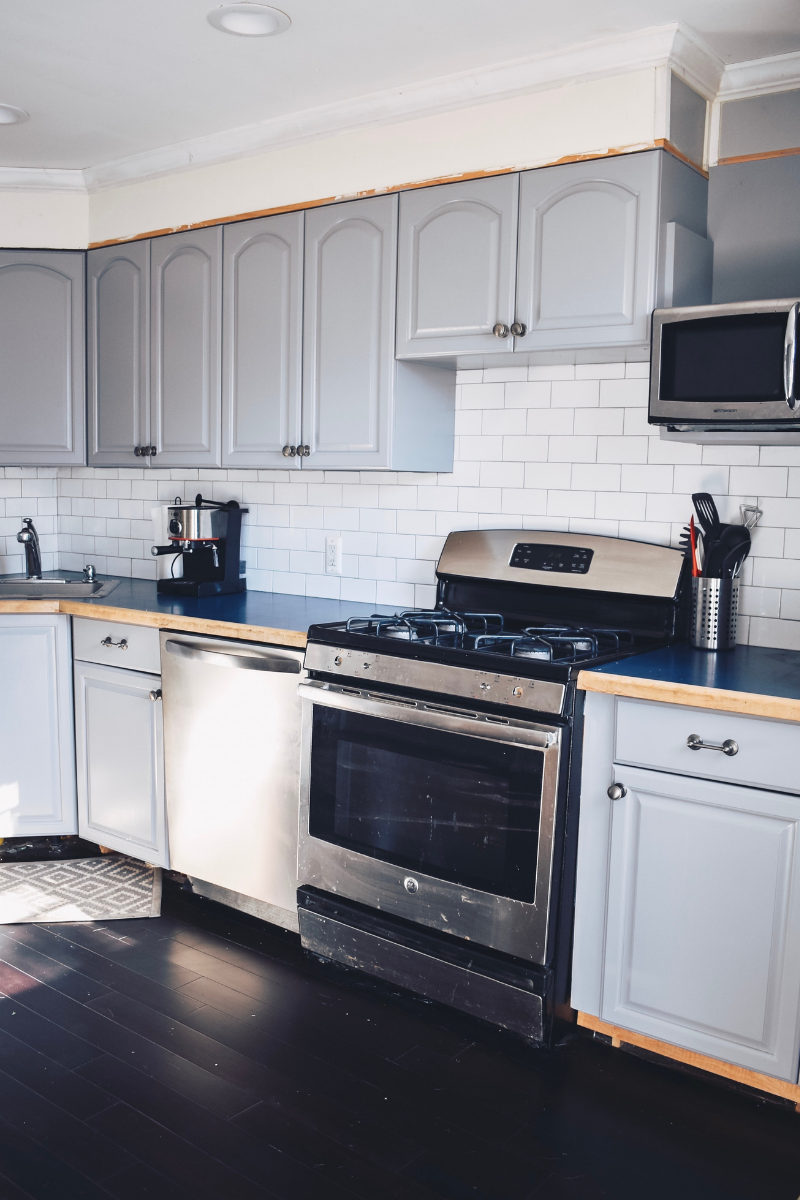 Things to consider when painting your kitchen cabinets #HomeRenovation #KitchenRenovation #ModernKitchen via @ahopefulhood