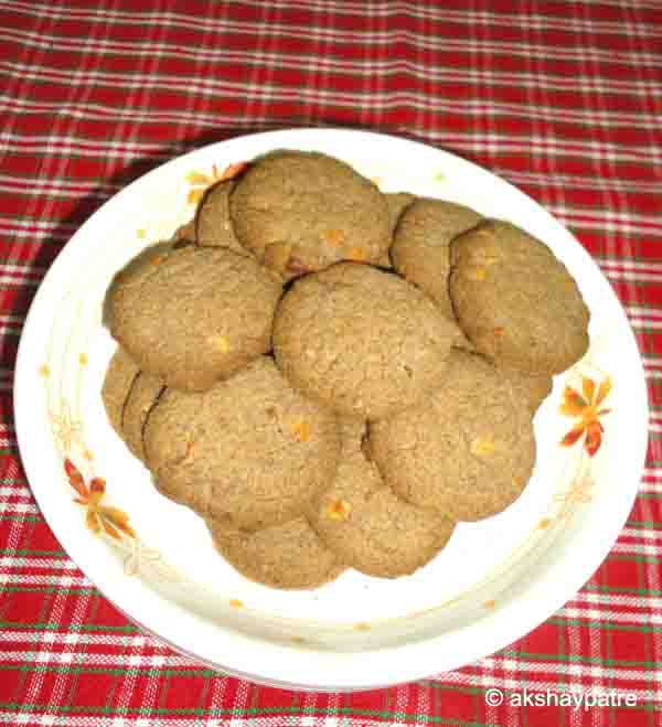 Jowar raagi badam cookies in a serving plate