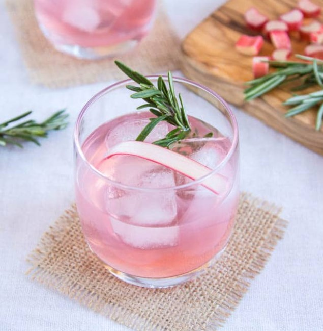 Rhubarb and Ginger Gin #christmasdrink #cocktails