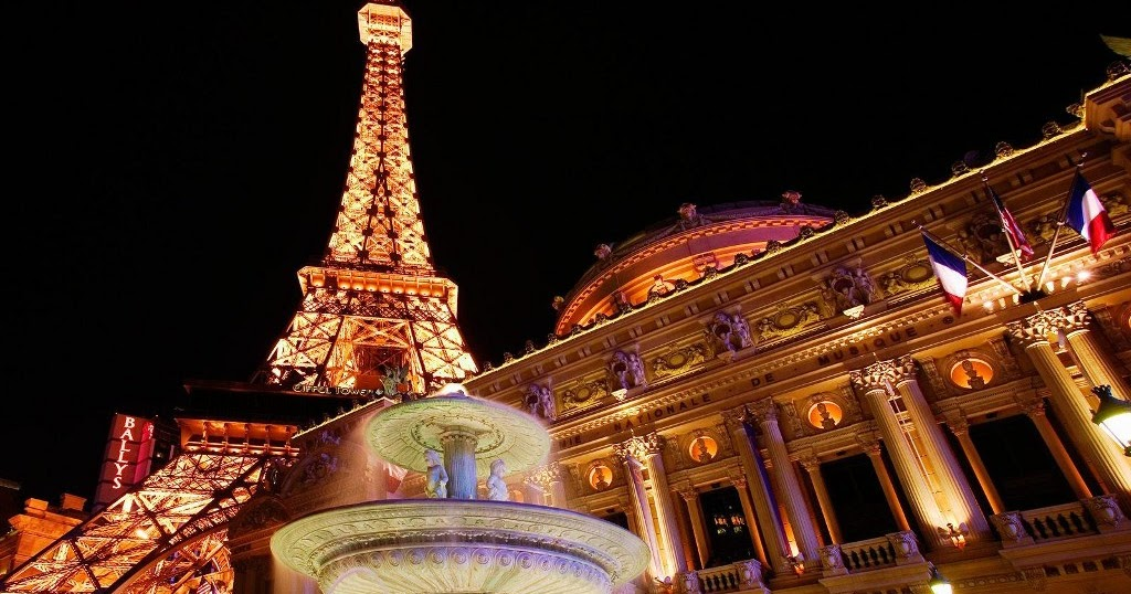 Free Wallpapers For Desktop Christmas Fountain In Paris