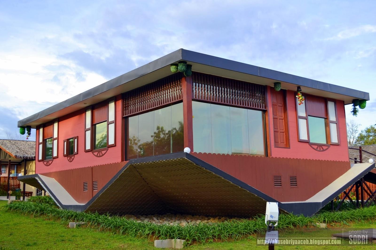 the upside down house of borneo rumah terbalik sabah